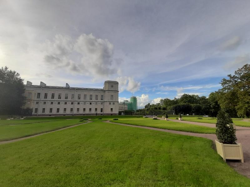 Гатчинский дворец со стороны Голландсикх садов.