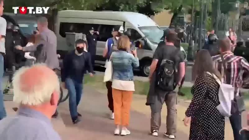 ОМОН стреляет Момент выстрела