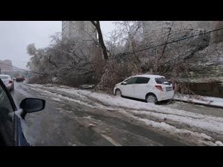 Непогода испытывает на прочность жителей российских регионов