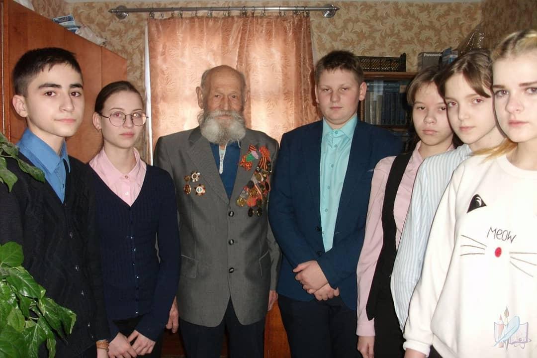 Восьмиклассники санаторной школы-интерната навестили ветерана Великой Отечественной войны Павла Андреевича ЛУШНИКОВА