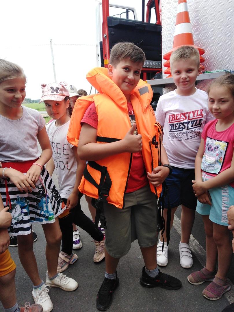 Фоторепортаж посещения МЧС г. Червеня спортсменов спортивно-оздоровительного лагеря «Олимпиец», изображение №2