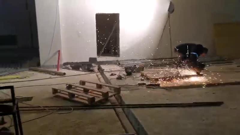 Рабочий момент на стройке