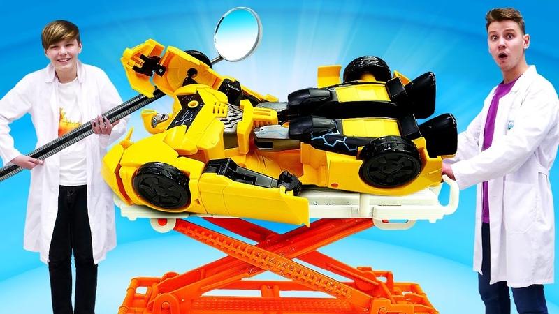 Роботы Трансформеры в видео шоу Как починить Автобота Бамблби Смешные видео игры доктор