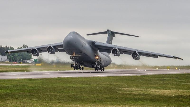 Insane Screamer   USAF - Lockheed C-5B Galaxy incredible SHORT take off from Gdansk Airport !!