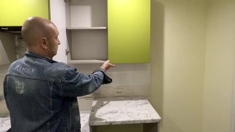 Пооткрываем дверки на зелёной кухне.