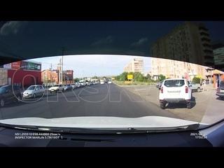 ДТП в Орске  Toyota Land Cruiser не уступил дорогу инкассаторскому автомобилю 1