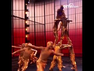 Шаолиньское кунг-фу было показано на сцене в телешоу The Worlds Best