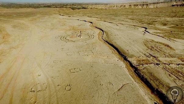 Загадка пустыни Гоби Около 200 таинственных каменных кругов находятся в безжизненной пустыне Гоби на северо-западе Китая. Эти рукотворные каменные образования, по оценкам экспертов, сделаны 4500