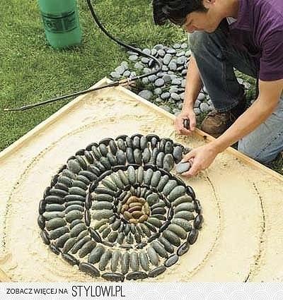 Используем камушки для обустройства придомового пространства