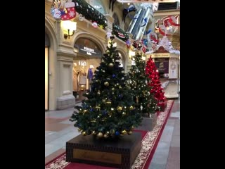 выставка «Новогодние елки в ГУМе на Красной площади»