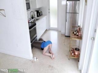 G18- Ахаха Застряла в мусорке и  ее выебали Оррр Порно секс инцест жмж ебет сперма домашнее лесби скрытая камера home video)