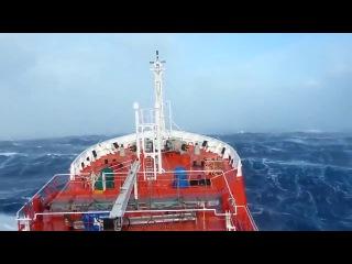 Эпичное видео! Шторм 12 балов в Индийском Океане