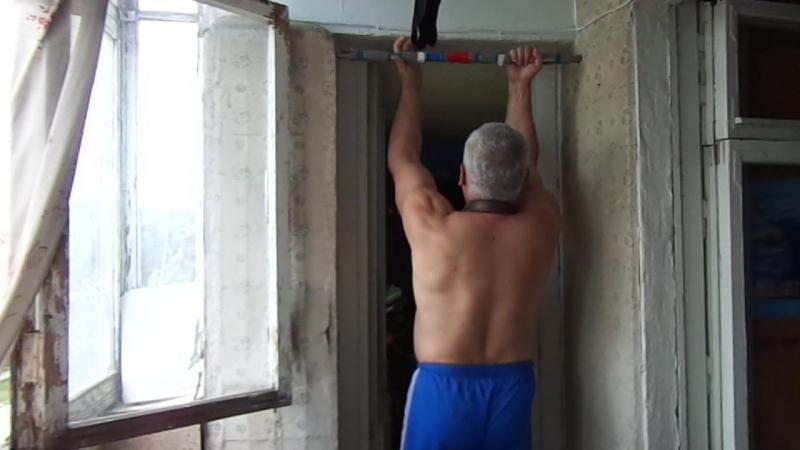 Подтягивание с гирей 40 кг на шее