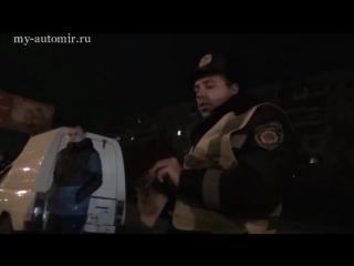 Беркут с автоматами напали на ДК