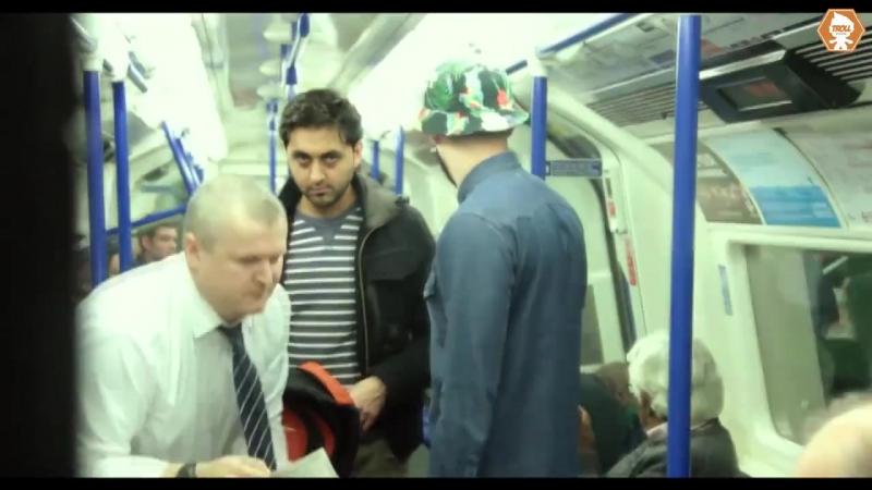 Превращение в Халка в метро пранк