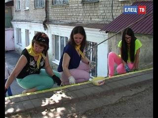 Добровольцы помогают слабовидящим жителям Ельца. В Ельце проходит акция «Счастливая ступенька»