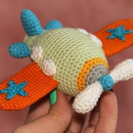 Butterfly baby rattle crochet pattern - Amigurumi Today | 462x463