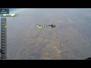 Смертельный Прыжок Без Парашута     Скайдайвер выпрыгнул из самолета на высоте 7 тысяч 620 метров