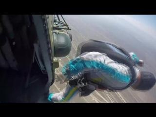 Минута, две, три, четыре, пять... и полетели! на видео парашютисты центра парашютной подготои вооруженных сил республики казах