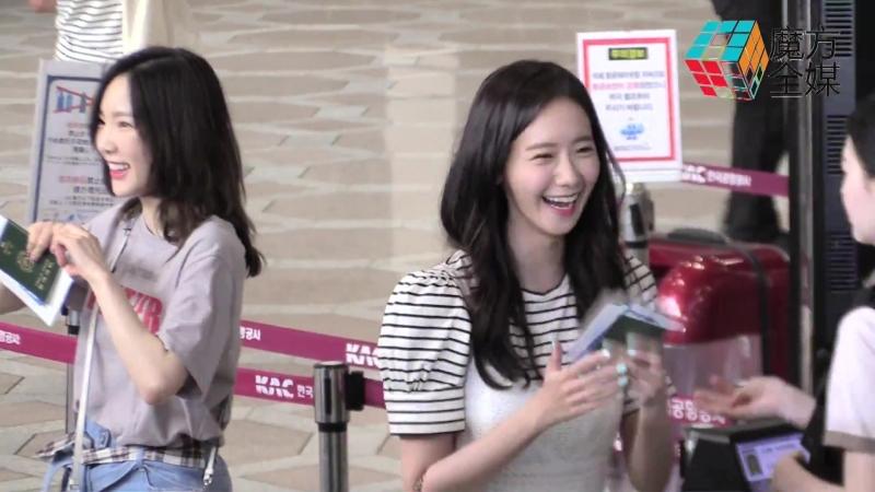 "少女時代七缺一赴日 秀英機場遭遇""人在囧途""SNSD SEVEN Members Fly To Osaka SM Town Tour, SooYoung Experiences Incident"