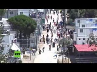 Griechenland Mit Steinen gegen die Polizei