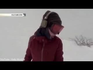 Сноубордистка случайно сняла на видео, как за ней гонится огромный медведь