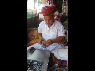 Традиционное искусство создания красивых лак-браслетов в Раджастане, Индия | Traditional art of making Lac bangles in Rajasthan