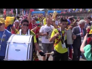 """Мэр Саранска поёт """"Катюшу"""" с колумбийскими болельщиками"""