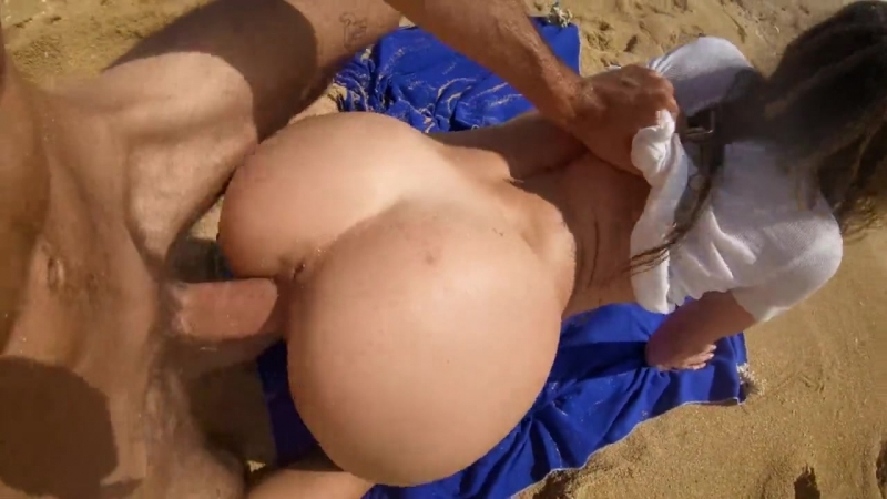 LeoLuLu - Petite blonde with big ass fucks on the beach! (Natural Girls Porno)
