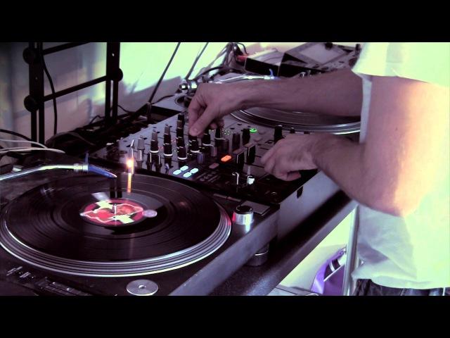 DJ Gammer Random Freestyle with Traktor 'Soft Sync'