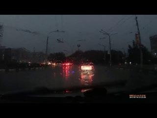 Ливень на дороге  Новокузнецк  14 июля 2017 г
