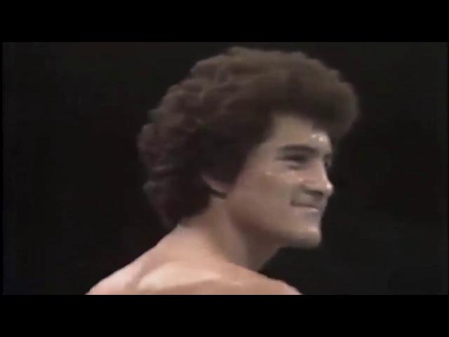 Salvador Sanchez vs Azumah Nelson(1982 07 21) - Sanchez's last fight, shortly after which he died.