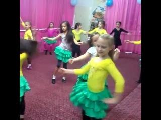 Открытый урок в ансамбле ''Камелия'' город Астрахань. рис. Бакаева Мавлия. Импровизация