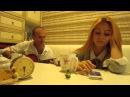Очень красивая девушка нереально классно поет под гитару