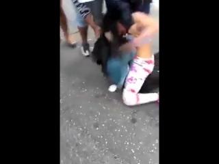 Драки.Бои.Жесть. Две девушки сцепились в драке на оживленном перекрестке