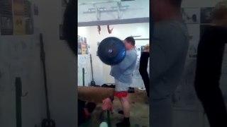 подъём штанги на бицепс вес 60 кг