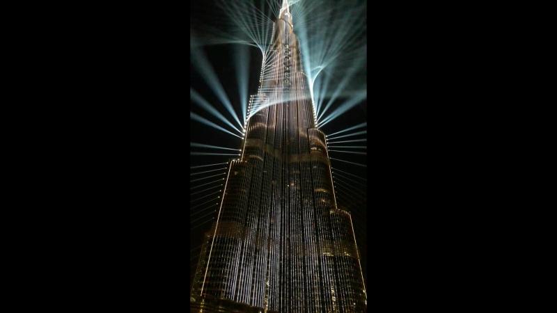 Лазерное шоу на Бурдж Халифе в Дубай