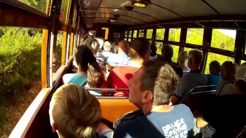 Деревянный поезд в Сольер - вид изнутри