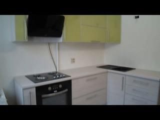 Кухня угловая, фасады пластик, фурнитура Blum, мойка искусственный камень