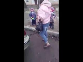 Шок!!! Яжемать приставила нож к горлу ребёнка!
