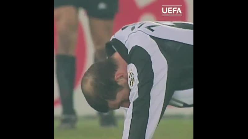Красивый сейв Петера Шмейхеля после удара Зидана