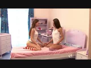 Очаровательные подростки занимаются любовью друг с другом, не зная о скрытой камере через них [teen porn porn milf sex]
