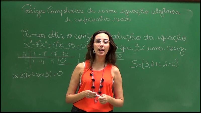 Propriedades de Equações Algébricas com Coeficientes Reais