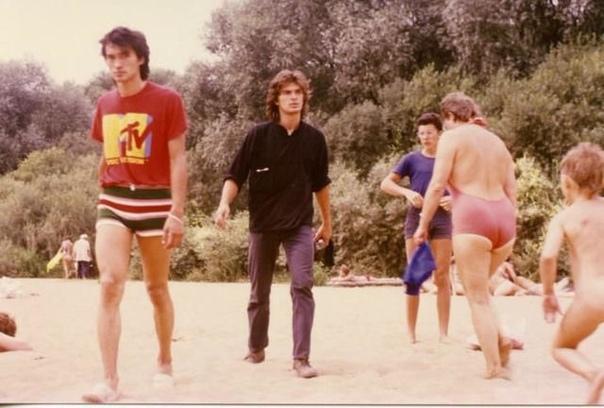 Виктор Цой на пляже, 1980е годы, Крым... Ваша любимая песня Цоя