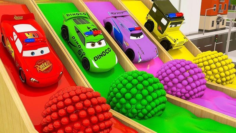Los autos Rainbow se deslizan y golpean pelotas aprende los colores con mcqueen mack truck