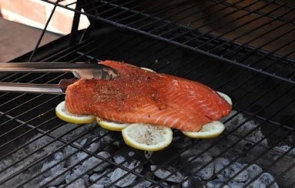 Как жарить рыбу на гриле