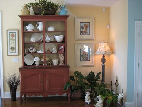 Комнатные растения в стиле интерьера прованс Для любителей комнатного цветоводства стиль прованс абсолютно идеален, т.к. именно он допускает не только присутствие большого количества комнатных