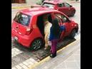 Llama sube a taxi