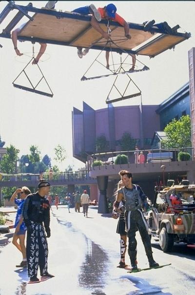 На съемках фильма «Назад в будущее 2» (съемка сцены с летающими скейтбордами