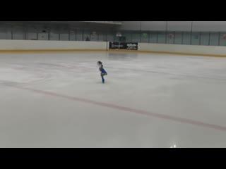 Похоже она в коньках родилась! Пятилетнее дарование. Невероятное мастерство (1)